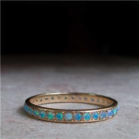 טבעת משובצת באבנים