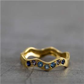 טבעת בעיצוב גלי