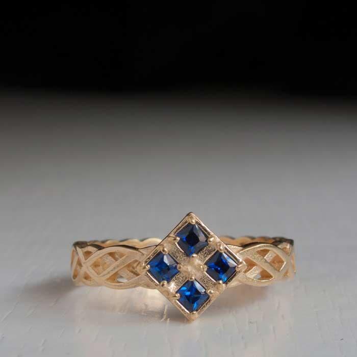טבעת מעוצבת ספיר ריבועים