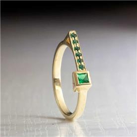 טבעת בעיצוב מודרני אמרלד