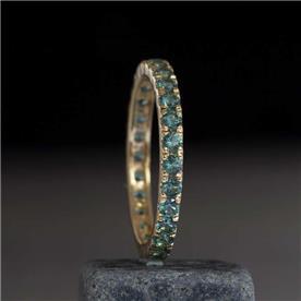 טבעת קלאסית עם אבני חן