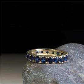 טבעת ספיר מעוצבת עדין