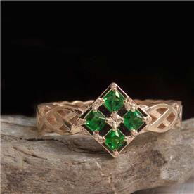 טבעת מעוצבת אמרלד ריבועים