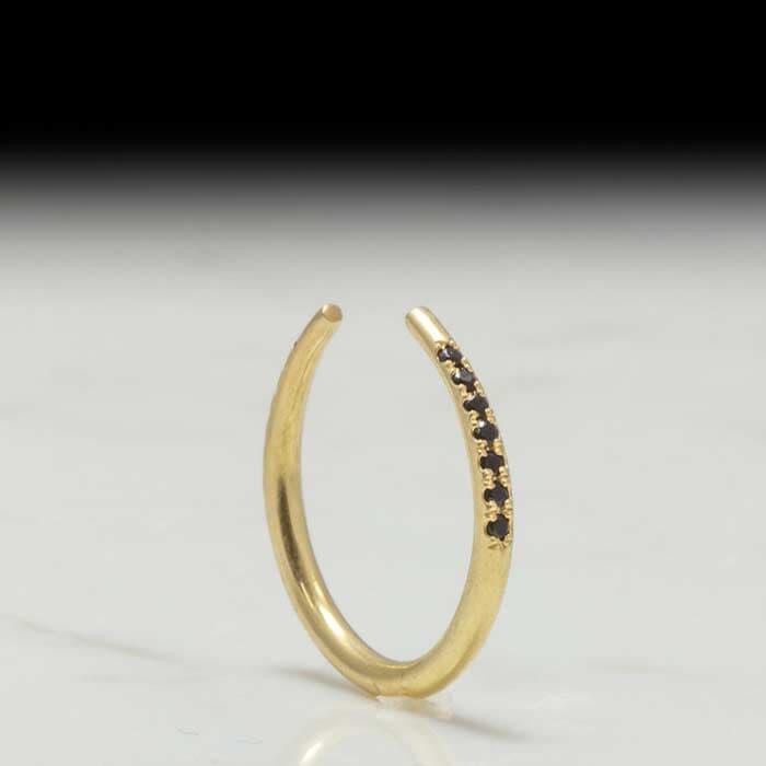 חצי טבעת יהלום שחור עדין