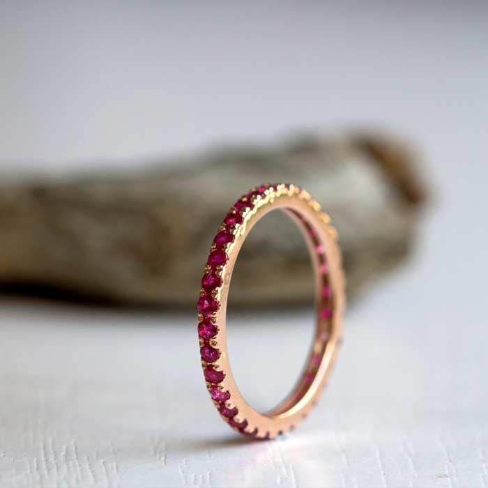 טבעת אירוסין משובצת יהלום רובי