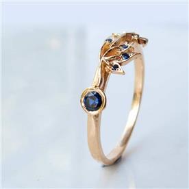 טבעת מעוצבת עלים ספיר