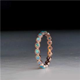 טבעת מעוצבת משובצת אבני חן