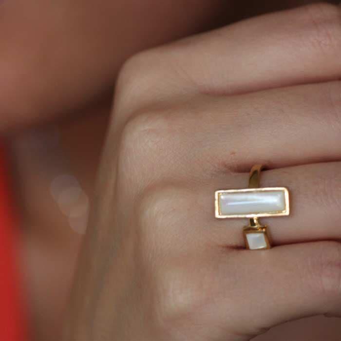 טבעת מעוצבת לבנה