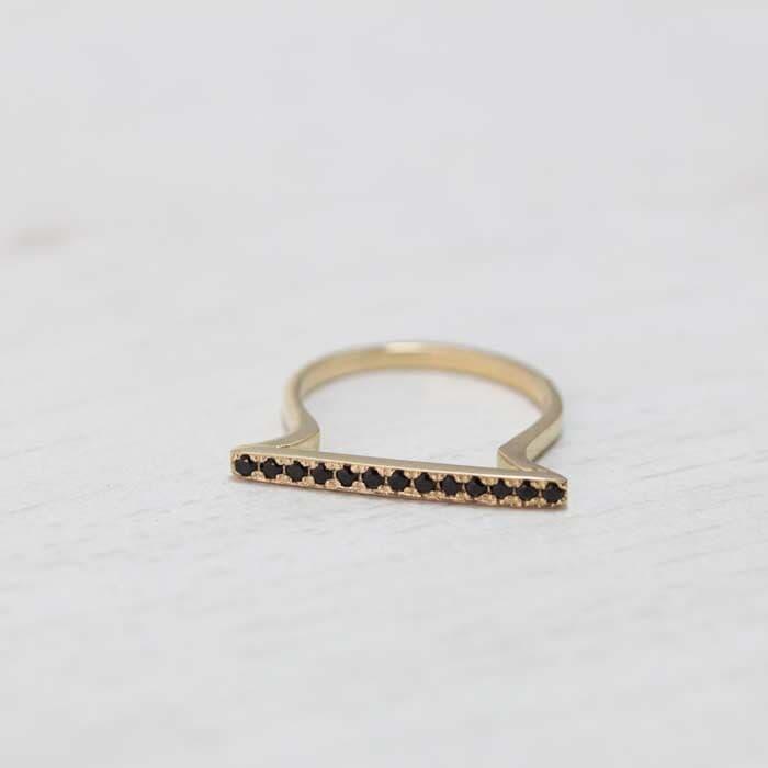 טבעת יהלום שחור מעוצב עדין