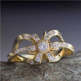 טבעת מעוצבת פרח עם יהלום