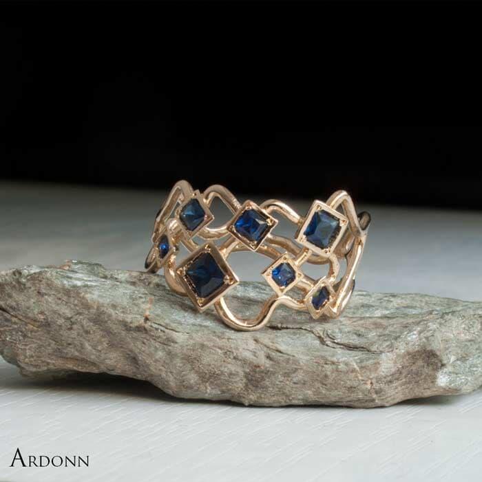 טבעת בעיצוב איסמטרי ספיר