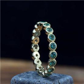 טבעת מעוצבת עם אבני קוורץ
