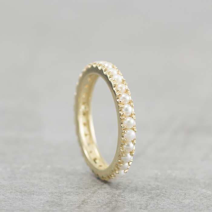 טבעת אירוסין משובצת פנינים