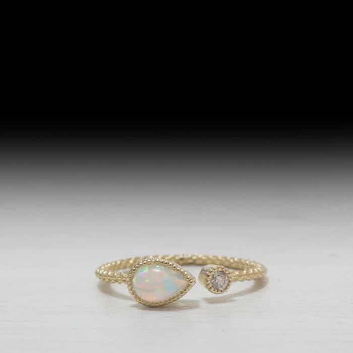 טבעת בעיצוב עדין קוורץ לבן