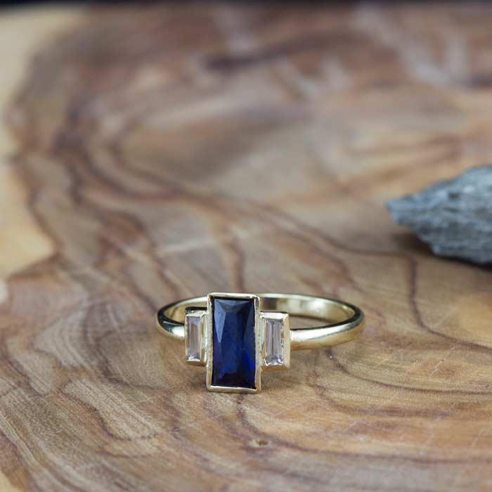 טבעת קלאסית אבן ספיר גדולה