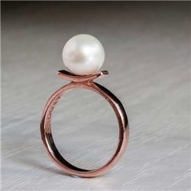 טבעת בעיצוב פינינה גדולה