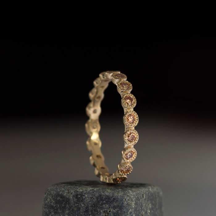 טבעת משובצת באבני סיטרין