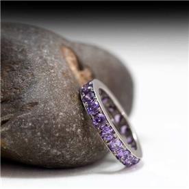 טבעת מעוטרת בקוורץ מרובעים