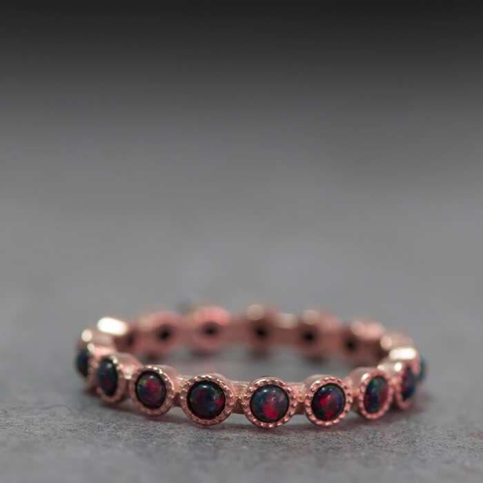 טבעת מעוצבת עגולה עם אבני קוורץ