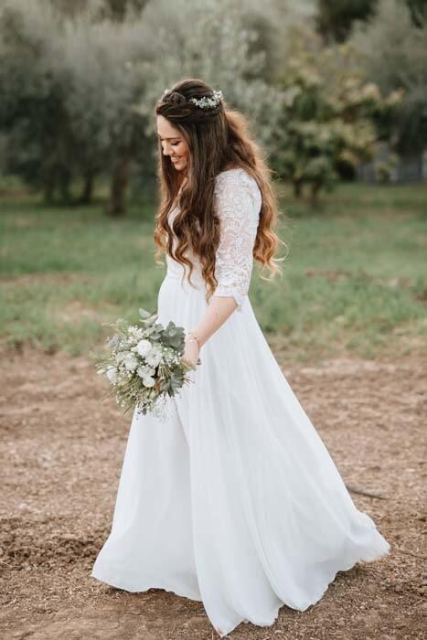 שמלת כלה: שמלה בסגנון צנוע, שמלה עם תחרה, שמלה עם שרוולים, שמלה בצבע לבן - לירון ברעם שמלות כלה