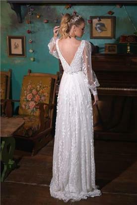 שמלות עם כתפיים רחבות