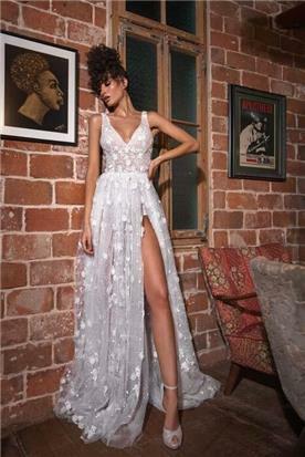 שמלות עם מחשוף