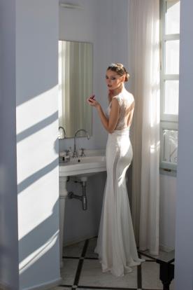 שמלת כלה עדינה חתכי תחרה