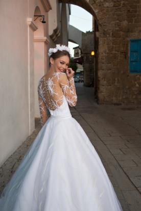 שמלת כלה רשת עם דוגמת נוצות