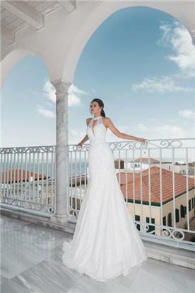 שמלת כלה: קולקציית 2018, שמלה בגזרה נשפכת, שמלה בסגנון רומנטי, שמלה עם תחרה, שמלה עם מחשוף, שמלה בצבע לבן - אירית שטיין
