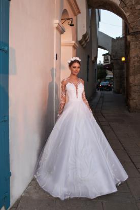 שמלת כלה עם שרוולי רשת