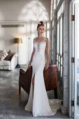 שמלת כלה עם שסע וחרוזים