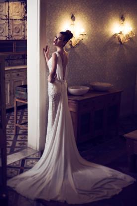 שמלת כלה גב משי נשפך