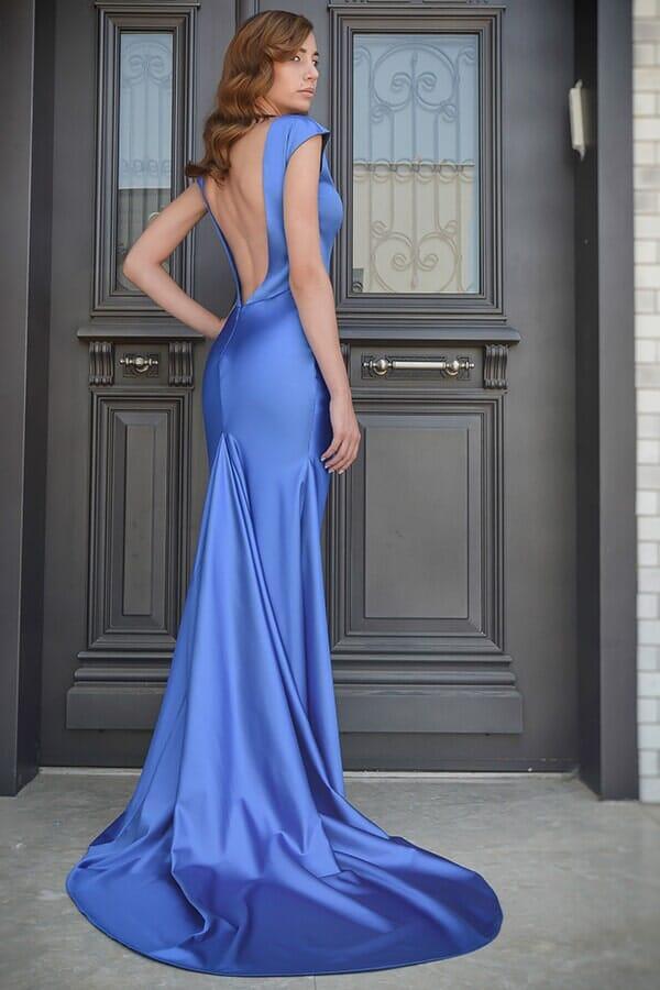 שמלת ערב נשפכת