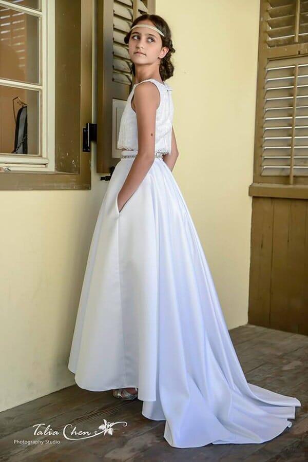 שמלת שושבינות של מעצבת