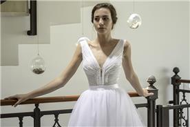 שמלת כלה אופנתית מתחרה וטול
