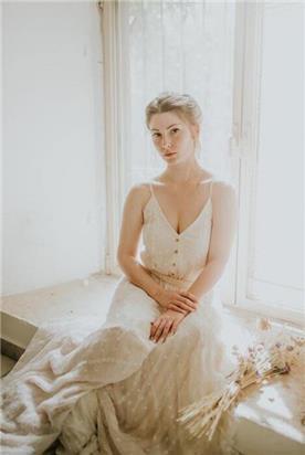 שמלת כלה עם מחשוף קלאסי