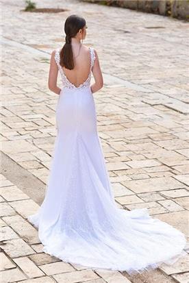 שמלת כלה: קולקציית 2018, שמלה עם כתפיות עבות, שמלה בסגנון רומנטי, שמלה עם תחרה, שמלה עם שובל, שמלה עם גב חשוף, שמלה בצבע לבן - פאולין סלון כלות