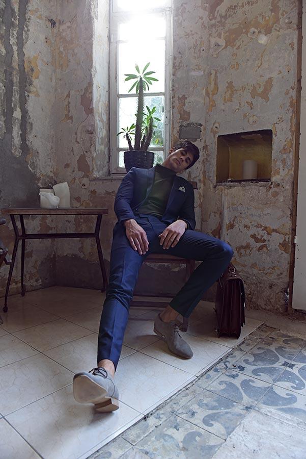 חליפת חתן: חליפת שני חלקים, חליפת שלושה חלקים, חליפה בגזרה ישרה, חליפה בדוגמה חלקה, חליפה בצבע כחול - באמוס סקוור - Bamoss square