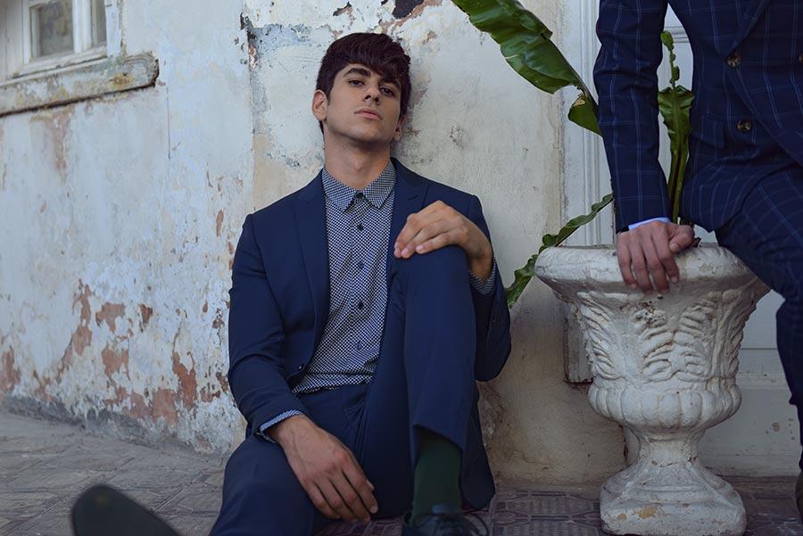 חליפת חתן: חולצה, חליפת שני חלקים, חליפת שלושה חלקים, מכנסיים, חליפה בגזרה רחבה, חליפה בדוגמה חלקה, חליפה בצבע כחול - באמוס סקוור - Bamoss square