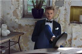 חליפת חתן: חולצה, חליפת שני חלקים, חליפת שלושה חלקים, חליפה בגזרה ישרה, חליפה בדוגמה חלקה, חליפה בצבע שחור - באמוס סקוור - Bamoss square