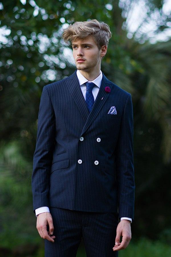 חליפת חתן: חולצה, חליפת שני חלקים, חליפת שלושה חלקים, חליפה בגזרה ישרה, חליפת פסים, חליפה בדוגמה חלקה, חליפה בצבע כחול - באמוס סקוור - Bamoss square