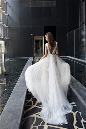 שמלת גב חשוף מתנפחת