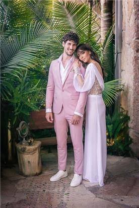 שמלת כלה: שמלה בסגנון רומנטי, שמלה עם תחרה, שמלה עם שרוולים, שמלה עם גב חשוף, שמלה בצבע ורוד - דימיטריוס דליה - שמלות כלה