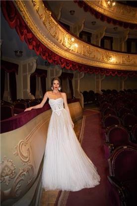 שמלת כלה: קולקציית 2020, שמלה בסגנון רומנטי, שמלה עם תחרה, שמלה עם מחשוף, שמלה עם מחוך, שמלה בצבע לבן - דימיטריוס דליה - שמלות כלה