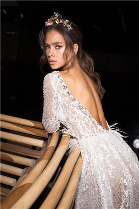 שמלת כלה חשופת גב דימיטריוס
