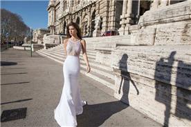שמלת כלה: שמלת סאטן, שמלה בגזרה נשפכת, שמלה עם כתפיות דקות, שמלה בסגנון רומנטי, שמלה עם תחרה, שמלה בגזרת בת הים, שמלה בצבע לבן - דימיטריוס דליה - שמלות כלה