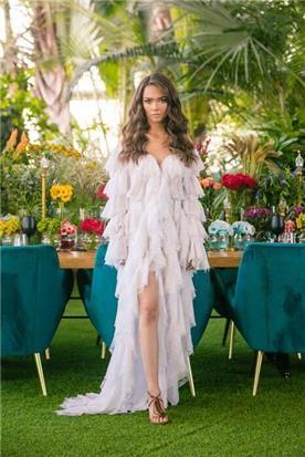 שמלת כלה: שמלה בסגנון רומנטי, שמלה עם תחרה, שמלה עם מחשוף, שמלה עם שרוולים, שמלה עם שסע, שמלה בצבע לבן - דימיטריוס דליה - שמלות כלה