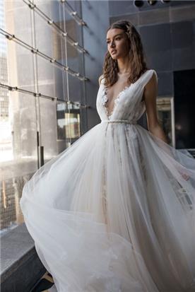 שמלת מחשוף עמוק מתנפחת