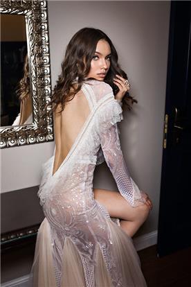 שמלת כלה עם שסע וגב חשוף