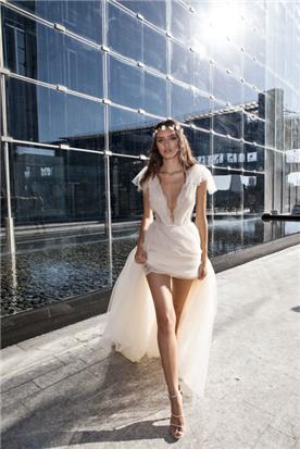 שמלת מיני מקדימה עם שובל ארוך